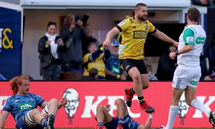 Super Rugby Aotearoa: Welcome back, Beauden: Hurricanes drag former team-mate into huddle | Stuff.co.nz